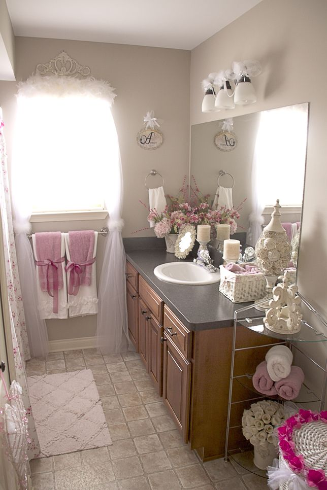 pretty in pink and white bathroom decor