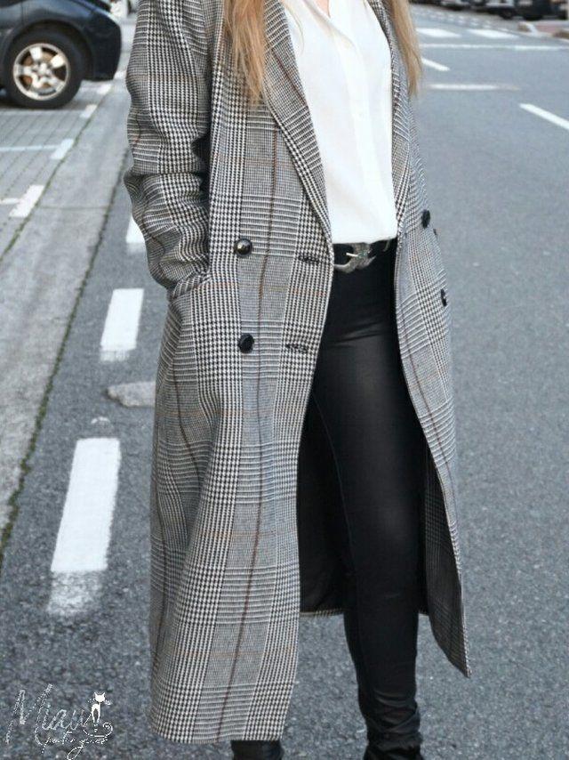 En este look te mostramos como protagónico un abrigo largo de cuadros que  está muy en tendencia. Los abrigos maxi parecen siempre todo un acierto  para ... d7800e9ff98c