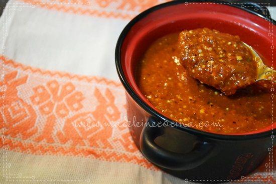 Salsa de tomate con chile cascabel