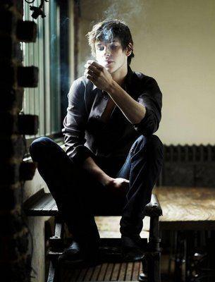 Gaspard Ulliel ( smoking )