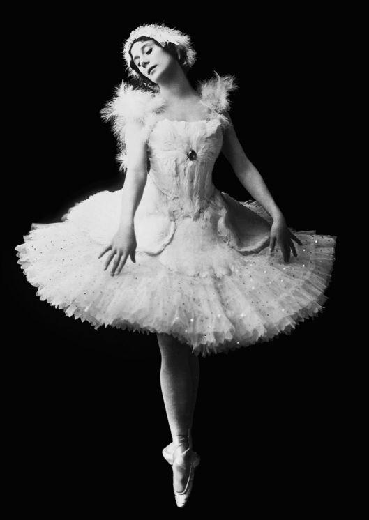Анна Павлова в образе Лебедя