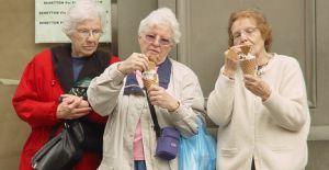 Las mujeres y las personas mayores, los favoritos del helado  http://heladocasero.com/el-helado-las-mujeres-y-las-personas-mayores/