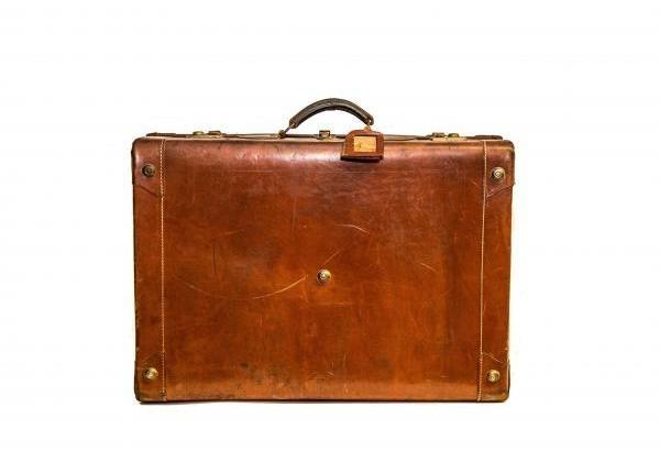 Kulcsos bőrönd