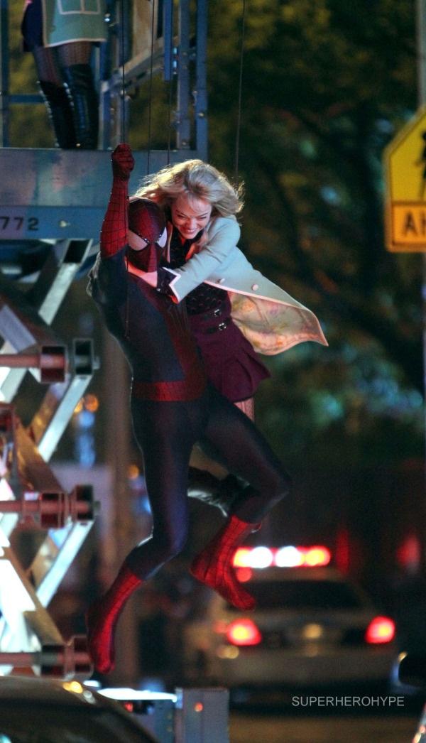 AMAZING SPIDER-MAN 2 Set Photos - Spidey and Gwen Swing Around.
