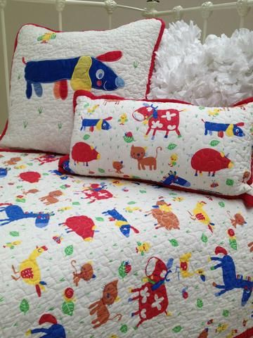 This boys Farmyard Cot Quilt from the Lovely Linen Store is so cute and a fabulous way to start introducing your little one to different animals.  #LovelyLinenStore