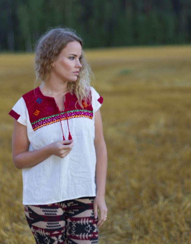 http://www.casadeemilio.com/shop/pellavapaita/  Casa de Emilio fashion Mexican huipil peasant shirt Bohemian autumn fashion