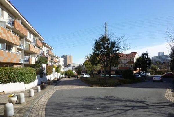ベルコリーヌ南大沢(東京都八王子市)は、マスター・アーキテクト方式による一体感のある景観をもつ集合住宅地である。