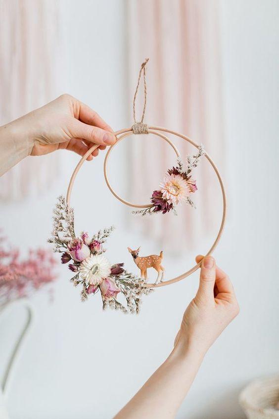 DIY-Dekorationshochzeit mit Trockenblumen und Ringen