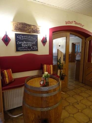 Schliefauhof Randegg Featuring free WiFi and a hot tub, Schliefauhof offers accommodation in Randegg, 38 km from Mariazell. The inn has a sun terrace and views of the mountain, and guests can enjoy a meal at the restaurant. Free private parking is available on site.