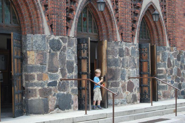 trzy wejścia frontowe