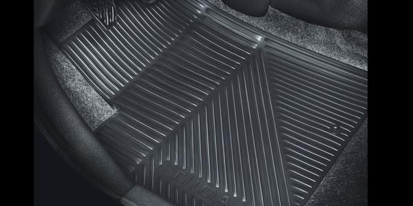 Acessórios Nissan Tiida Sedan - Tapete borracha preto