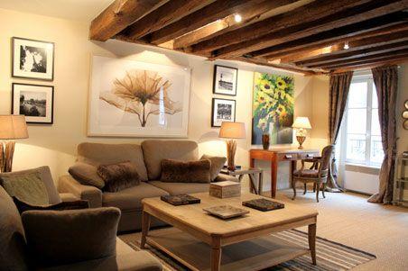 Short term Paris apartment rental example