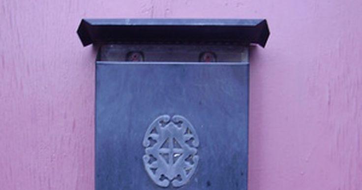 Como instalar caixas de correio montadas na parede. A instalação de uma caixa de correio montada na parede pode levar menos de uma hora caso tenha as ferramentas corretas.