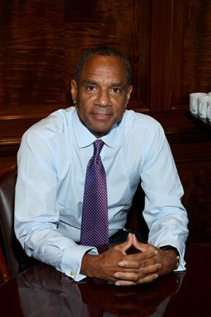 """Kenneth Chenault, American business executive. He has been the CEO and Chairman of American Express since 2001, and is the 3rd African-American CEO of a Fortune 500 company. He is also currently co-chair of the Business Roundtable, on the board of directors at IBM, member at the Council on Foreign Relations and member of the Executive Committee of The Business Council. Ebony listed him as one of 50 """"living pioneers"""" in the African-American community. He has a net worth of $125 million."""