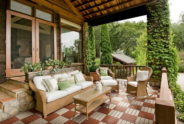 Auswahl der Holzfliesen für den Balkon – Welche Holzarten sind geeignet?
