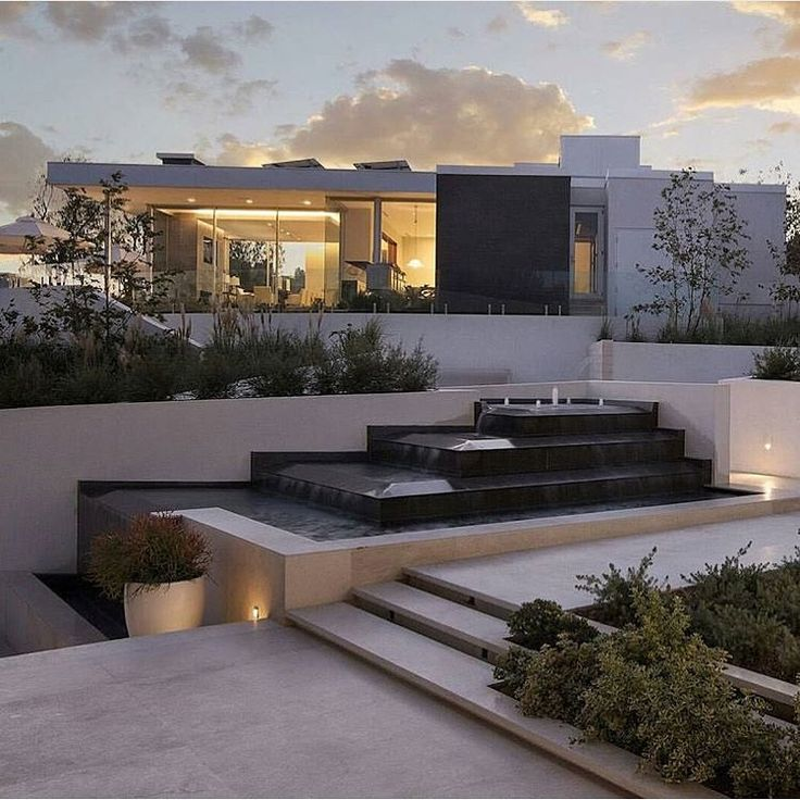 Modern villa in beverly hills by for Minimalist house beverly hills