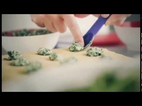 ▶ Tupperware Ravioli Maker - YouTube
