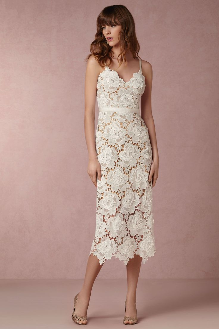 These beach wedding dresses are stunning perfection and are just what you need for your destination wedding. This post includes destination wedding dresses, beach wedding dresses, long sleeve wedding dresses, bohemian wedding dresses, lace wedding dresses, vintage wedding dresses, casual wedding dresses, cheap wedding dresses, and more!