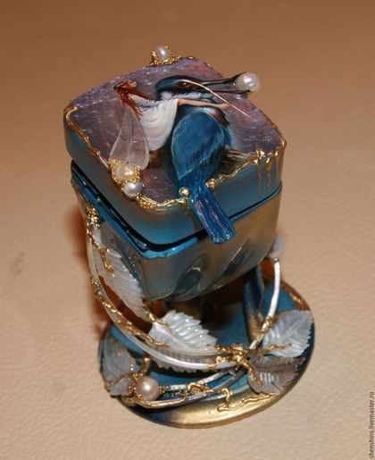 Купить или заказать шкатулка 'Синяя птица' в интернет-магазине на Ярмарке Мастеров. Лаковая миниатюра. Масляная живопись. Оформление- перламутр, жемчуг.
