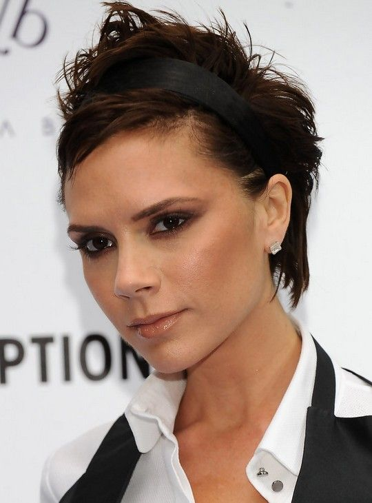Celebrity Hairstyle: victoria beckham layered haircuts.