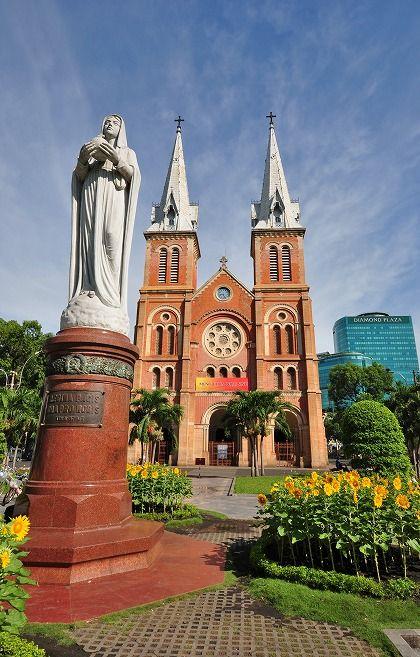 ホーチミンにあるサイゴン大教会と聖母マリア像。ベトナム 旅行・観光の見所を紹介!