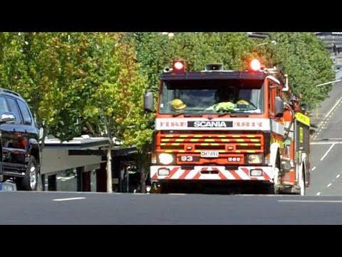 Screaming Siren, Fire Engine Responding into Auckland City, 11 Mar 2010 - YouTube