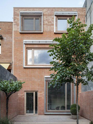 Beautiful use of external venetian blinds | House 1014 by H Arquitectes