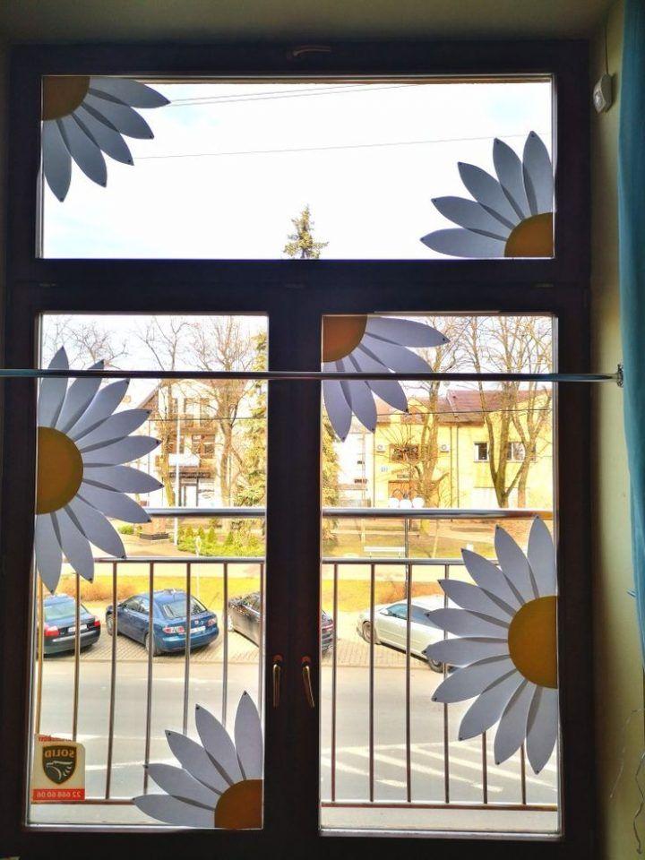 Dekoracje Wiosenne Okna Kwiaty Przedszkole Pin Fur Alles Classroom Window Decorations Flowers Kindergarten School Window Decorations