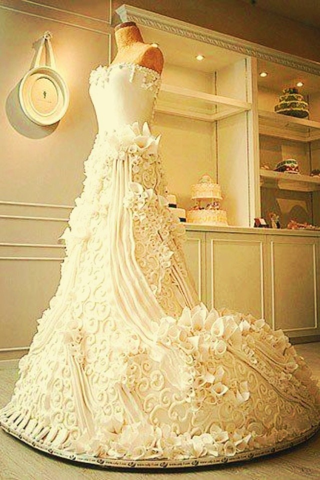a CAKE DRESS!  Beautiful, isn't it?
