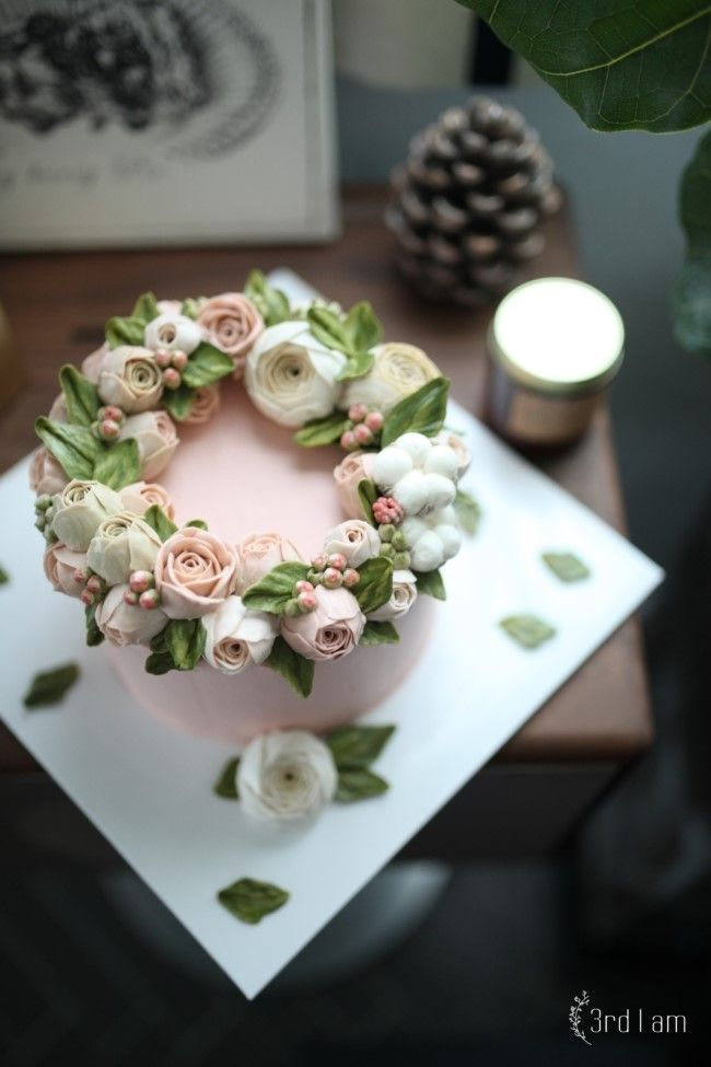 3rd I am flower cake 언젠가 작은 드라이드 자나 로즈로 가득한 리스를 보고작업해 보고 싶던 미니 작약 ...