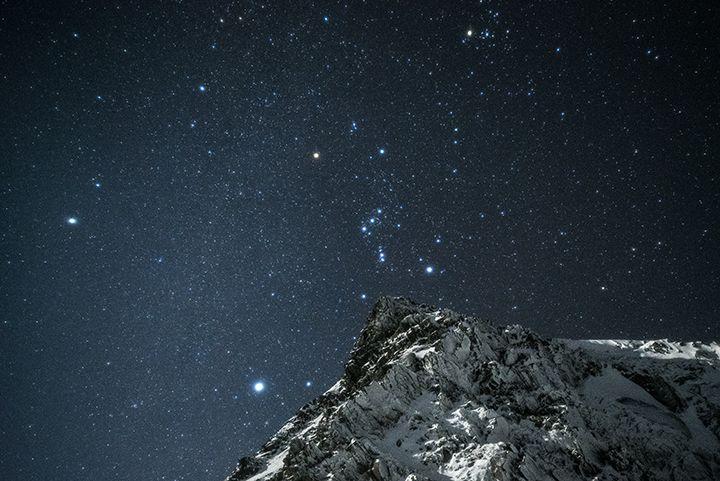 岩峰とオリオン 北アルプスの写真画像