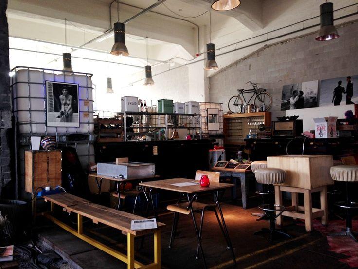 Een echte aanrader in #Rotterdam is Posse Espressobar: een espressobar, galerie en winkel in één in een prachtig industrieel pand.