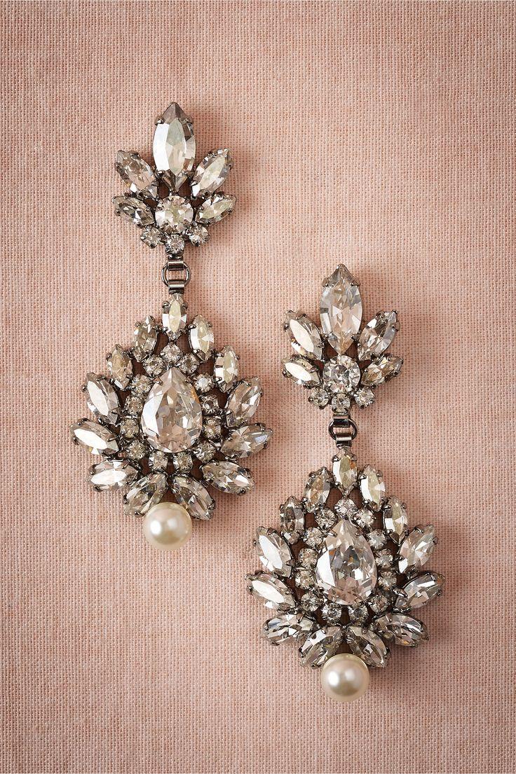 Elegant drop earrings with a vintage look #indian #bridal #swarovski