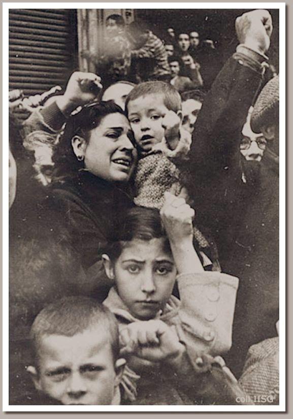 Niños durante el entierro de Durruti.