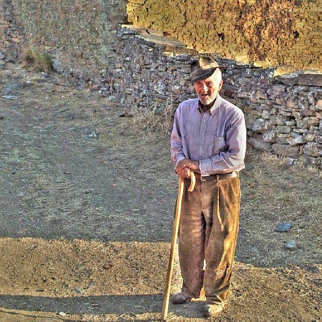 Hoy nos acordamos de nuestro querido y respetado Tío Alberto, que por salud tuvo que abandonar a primeros de año a su suerte la vecina aldea de La Soria