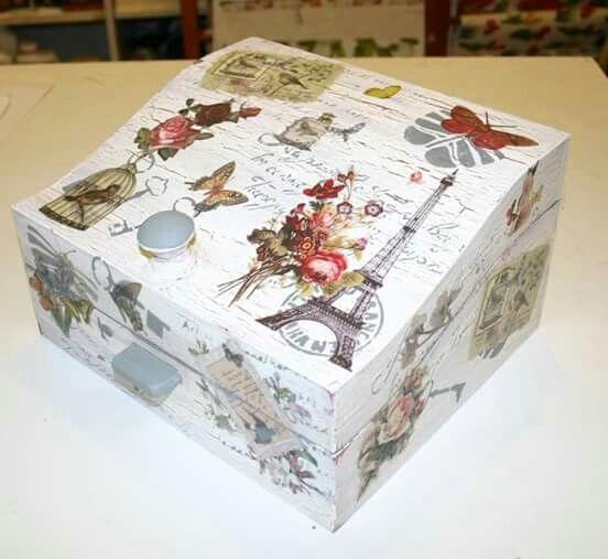 Caja decorada en topaz manualidades madrid con las t cnicas de decoupage y decapado - Cajas madera para manualidades ...