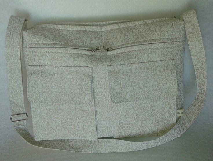 Na zakázku taška s hódně kapsama :-)