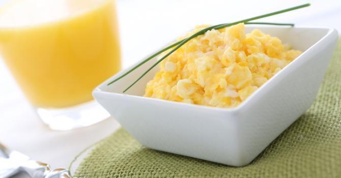 Recette de Oeufs brouillés pour petit déjeuner protéiné. Facile et rapide à réaliser, goûteuse et diététique. Ingrédients, préparation et recettes associées.