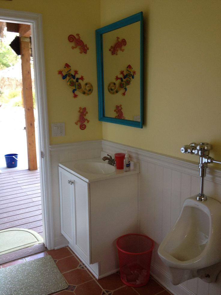 pool house bathroom tiki
