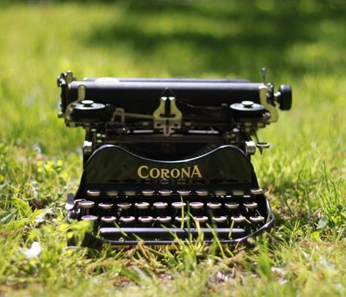 les 518 meilleures images propos de machines crire typewriter sur pinterest vintage. Black Bedroom Furniture Sets. Home Design Ideas