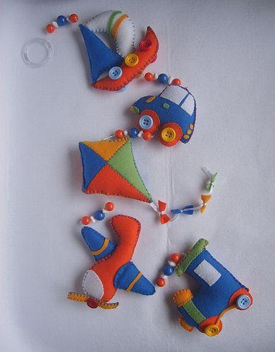 Móbile Meios de Transporte + Pipa by Arte & Mimos, via Flickr