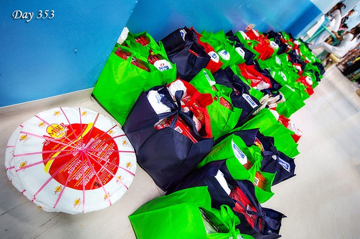 Day 353: Gift bags for the children and family at National Children's Hospital in Quezon City. Sponsored by the photography organizations PRI and RoadTrippers, 60 gift bags containing towels, soaps, flip flops, toliet paper and much more, were handed out to those in need for donation. It is that time of year when it's better to give than to receive.
