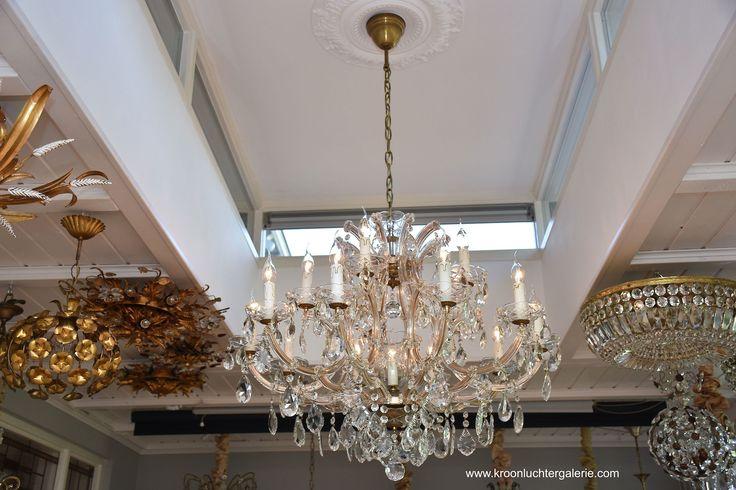 Grote kristallen kroonluchter met 16 lichtpunten  www.kroonluchtergalerie.com
