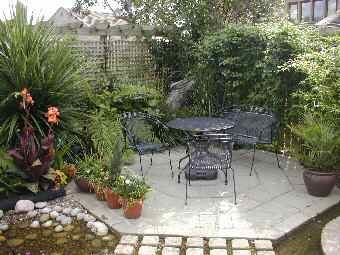 Small gardens small patio and patio on pinterest for Small patio landscaping