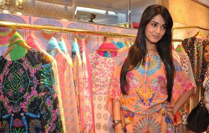 Sonal Sizzles At Manish Arora's Launch.  http://www.xplorfashion.com/p/hollywood.html