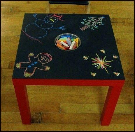 Une super idée de bricolage que je vais fabriquer dès que possible, avec une table premier prix Ikéa et de la peinture pour ardoise, avec un trou au centre pour mettre les craies...