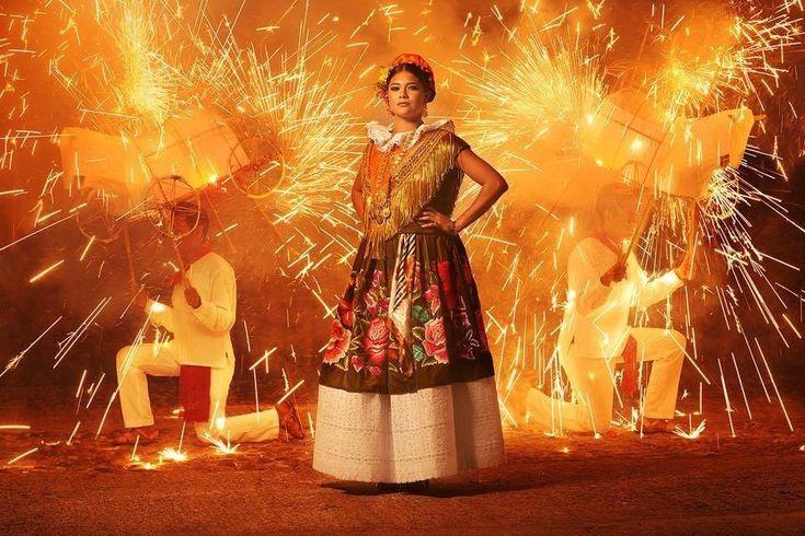 """No por nada """"La Tehuana"""" ganó el premio 2016 PDN World In Focus que otorga la revista norteamericana Photo District News.   Este fotógrafo está haciendo que todo el mundo se enamore de Oaxaca"""