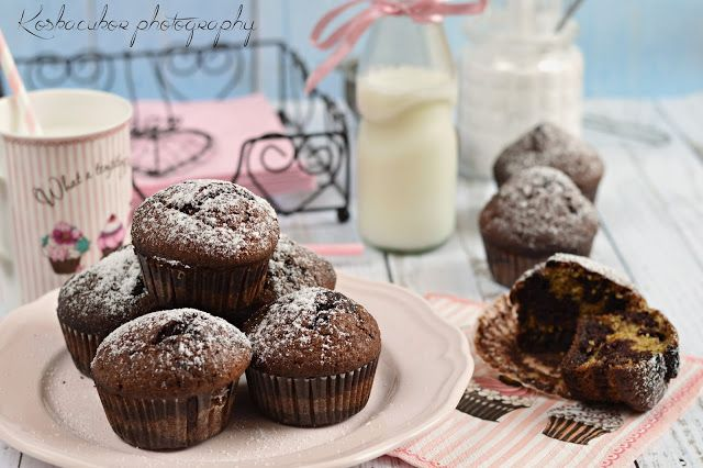 Szerintem a legegyszerűbb édesség a muffin. Jó ezt is túl lehet bonyolítani, mint ahogy én most, de azért valljuk be egy kevert tésztát nem ...
