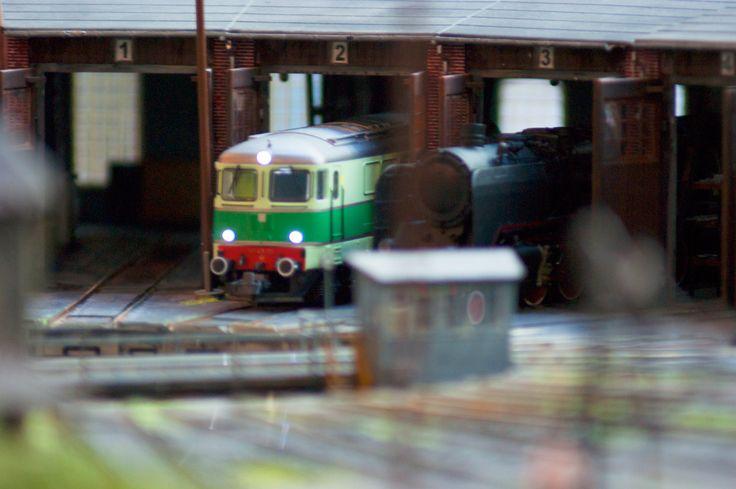 Taka makieta robi wrażenie. 150 metrów torów na trzech poziomach. Miniatury ludzi, fabryk i oczywiście składów kolejowych.