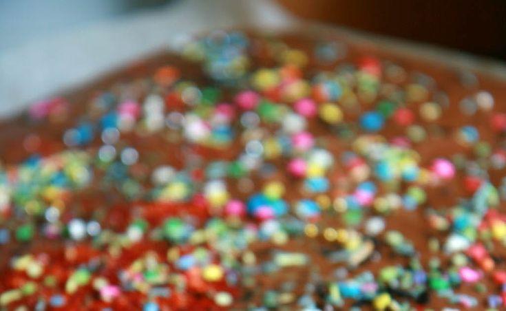Outoa. Nimittäin se, että lasten kanssa leivottaessa tai ruokaa tehdessä joissakin ohjeissa lukee ikään kuin hyvänä vinkkinä: mittaa aineks...